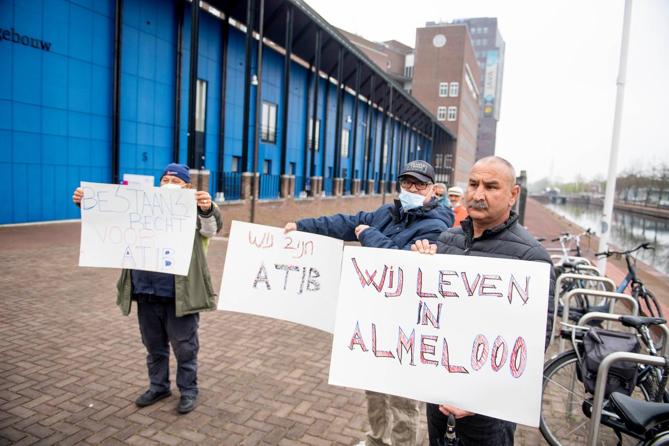 Leden van de Turkse vereniging ATIB protesteerden onlangs bij de rechtbank. Tevergeefs, de Turkse vereniging moet binnen twee weken vertrekken uit de Kolkschool.