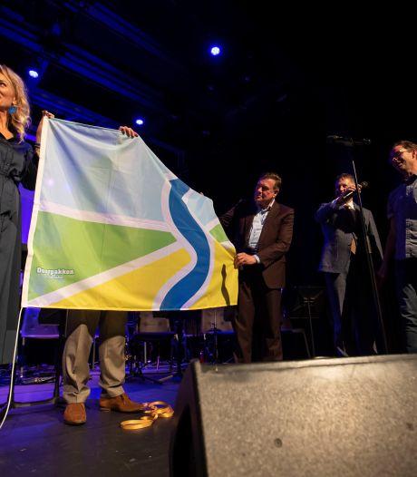 Erik Dijk uit Nijverdal ontwerpt Sallandvlag: 'een vlag verbindt, verenigt en verbroedert'