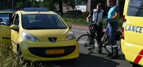 Fietsster belandt in ziekenhuis na aanrijding in Enschede