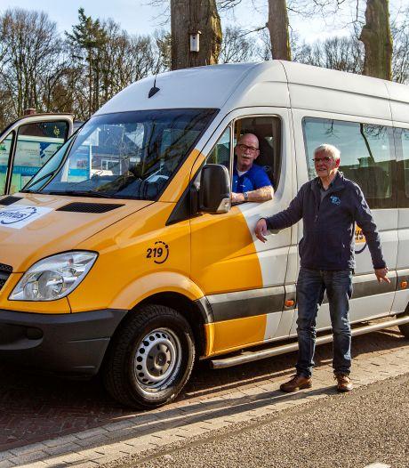 Buurtbussen in Salland na bijna een jaar weer de weg op: chauffeurs kunnen niet wachten