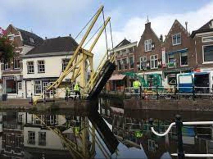 De Fortegrachtbrug in het centrum van Maassluis.