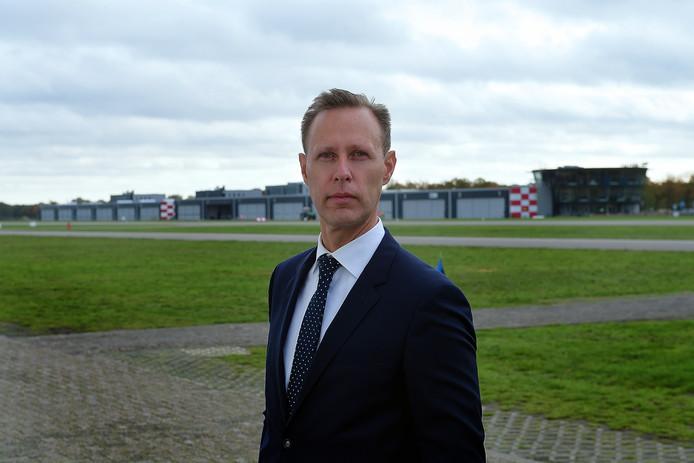 Stef Have op Breda International Airport. Het aantal bedrijven en kantoren op het vliegveld wordt uitgebreid.