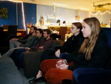 Zo bekijkt Utrechts studentenhuis persconferentie: 'In plaats van te feesten zit je nu alleen op je kamer'