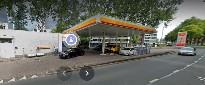 Het benzinestation van Shell aan de Westlandseweg.