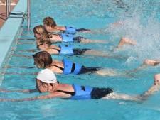 Bouwteam houdt opknapbeurt zwembad De Goudvijver in de gaten