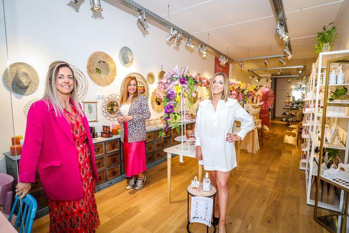Isabelle Baus, Caroline Rigo en Héléne Asnong vormen samen café Beauté in Knokke.