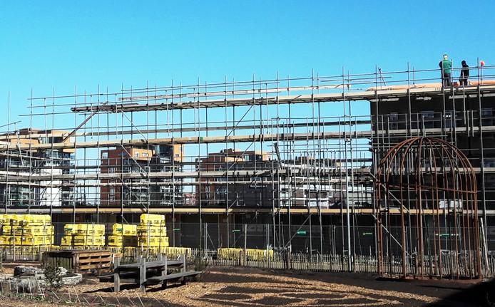 Grootschalige woningbouw is nodig om te voorkomen dat de woningmarkt nog verder vastloopt, stelt de NVM.