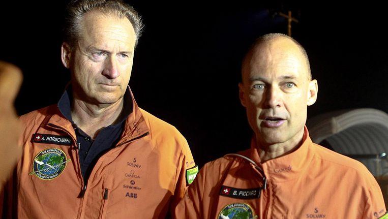 Solar Impulse 2-piloten Andre Borschberg en Bertrand Piccard. Beeld EPA