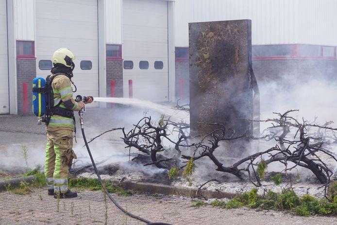 In Bunschoten vloog vorige maand een perkje in brand toen een ambtenaar bezig was met het branden van onkruid.