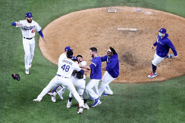 De Los Angeles Dodgers vieren het kampioenschap van de MLB na de overwinning op de Tampa Bay Rays. Beeld AFP
