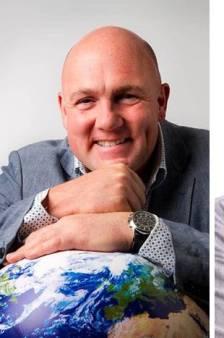 André Kuipers wil goed onderwijs voor iedereen... en opent een school voor rijke kindjes