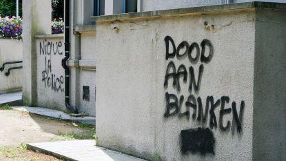 Vandalen bekladden gemeentehuis Zaventem met opschrift 'Dood aan blanken'