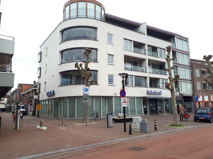 Het kantoor van Rabobank op de hoek van de Houtstraat en Jurgensplein.