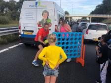 Bart vermaakt kinderen tijdens file op A58 bij Oirschot: 'Veel ouders gaven complimentjes
