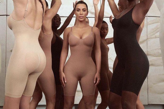 Skims, het merk waarmee Kim Kardashian corrigerend ondergoed verkoopt, krijgt kritiek voor een Photoshop-blunder.