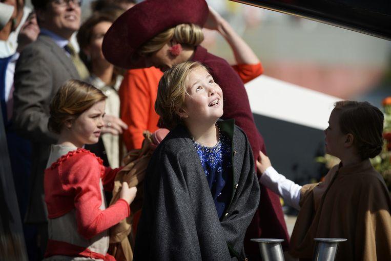 (VLNR) Prinses Ariane, prinses Amalia en koningin Maxima arriveren per boot tijdens Koningsdag. Beeld anp