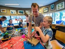 Jongste jeugd leert in bibliotheek in Vriezenveen gratis energie maken