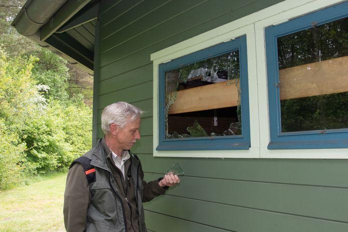 Volgens boswachter Rob Koetsier wordt kampeerterrein De Banken in Zeewolde al meer dan twee maanden geteisterd door vandalen.