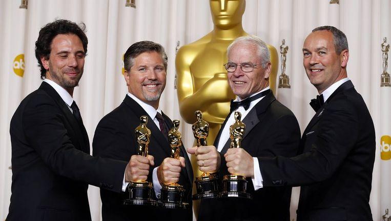 De Nederlander Erik-Jan de Boer (rechts) heeft samen met drie collega's een Oscar gewonnen voor zijn werk aan de film Life of Pi. Beeld reuters