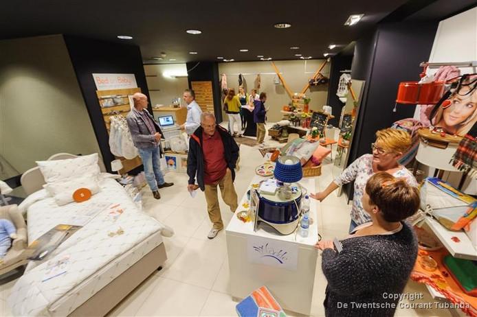Presentatie van de kandidaten voor Win je Winkel in 2015.