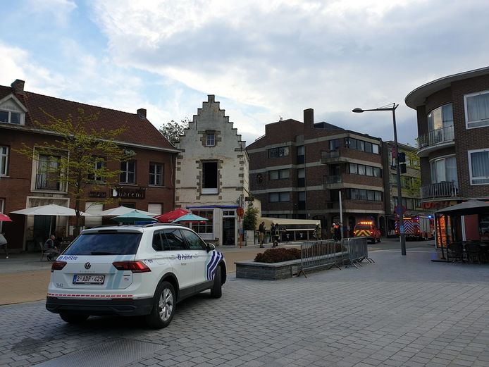 De brand ontstond in het witte huis op de Graanmarkt.