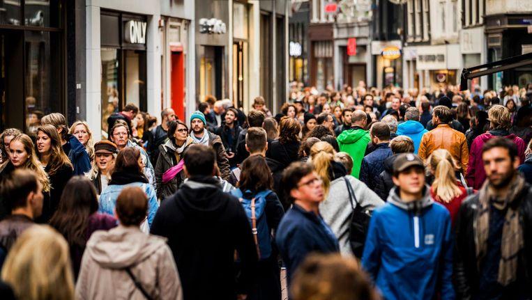 'Door de aantrekkende economie en toegenomen mobiliteit is drukte zeker geen exclusief Amsterdams fenomeen' Beeld anp