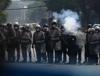 Politie zet traangas in en vuurt met rubberkogels tijdens protest in Myanmar