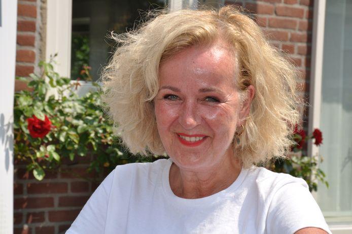 Evelien van der Werff is ondanks haar verleden met kanker rasoptimist en probeert op die manier aandacht te vragen voor inloophuizen.