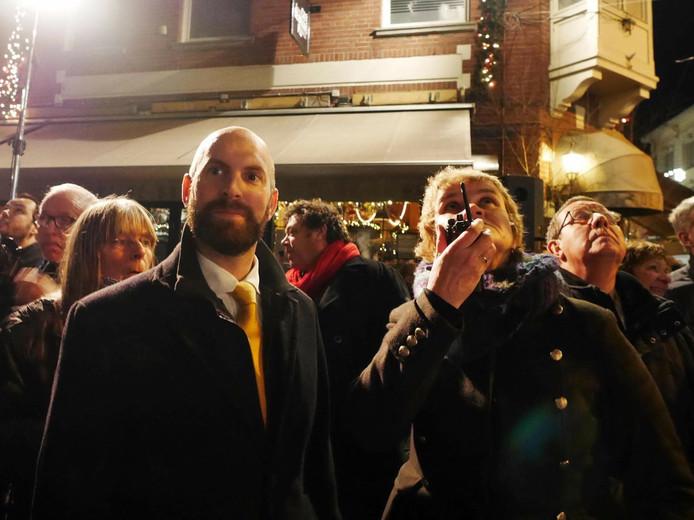 Links wethouder Boaz Adank rechts lichtarchitecte Ellen de Vries
