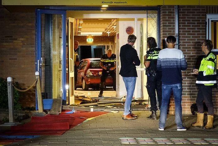 Een auto reed in juli basisschool 't Palet binnen in Grootebroek.