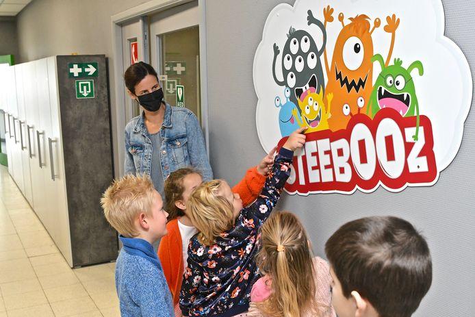 De Steebooz veroverden direct de harten van de leerlingen.
