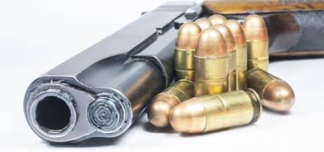 Vuurwapen gevonden na aanhouding auto met vier inzittenden in Bergen op Zoom, een inzittende nog op de vlucht