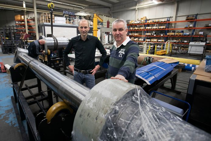 Freddy Teuben (l) van ABS en Michel van Hoof, de nieuwe bedrijfsleider van WDH Hydraulics.