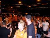 Apeldoorn viert toch feest op afgesloten Oranjerotonde