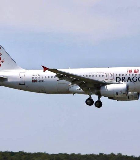 Airbus uit Hong Kong landt vanuit Dubai in Enschede