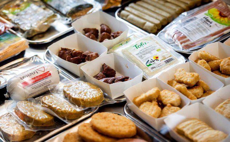 Vleesvervangers hebben in de supermarkt hun plekje verworven. Beeld anp