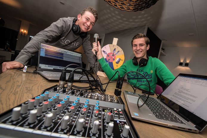 Niels van Ekeren en Marnick Renners maken samen wekelijks een nieuwe podcast.