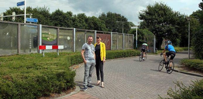 Gabriel Lester en Martine Vledder op de plek waar Tussenstop moet komen. foto Chris van Klinken/Pix4Profs