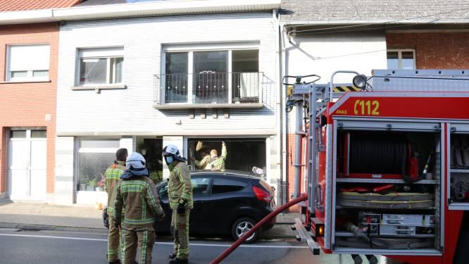 Bewoonster loopt lichte brandwonden op na keukenbrand
