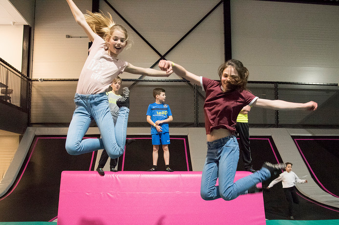 Een week voor de opening in maar vorig jaar konden een aantal kinderen al 'proefspringen' in trampolinehal Pret Inn Jump .