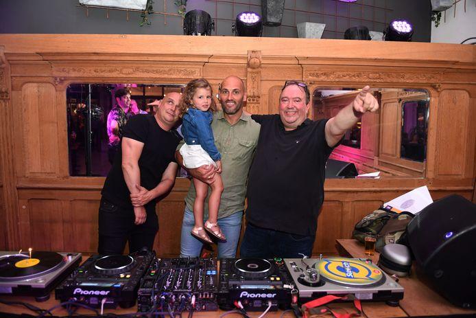 73 jaar Café Sport met Bjorn Ruytinx en Mike Naert. Ook DJ Pelé (links) was van de partij.