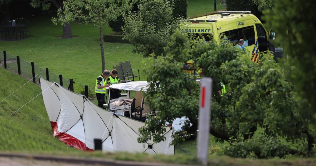 Bedrijf houdt tuktuks van de weg na dodelijk ongeval Kesteren: 'Geen behoefte mensen ermee op pad te sturen'.
