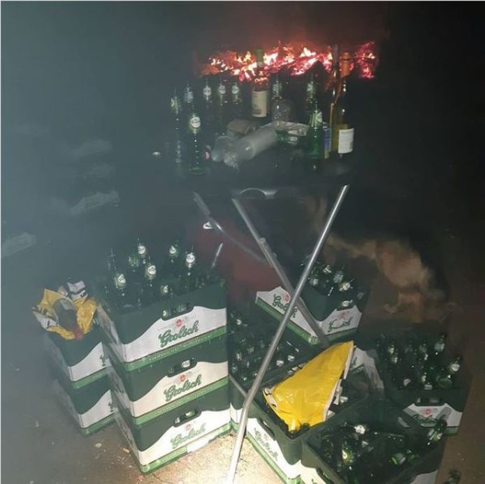Politie maakt einde aan illegaal feestje in Bathmen.