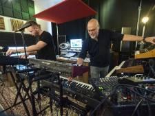 Enschedese muzikant maakt theatershow rondom de weer hippe synthesizer: 'De muziek omarmt je'