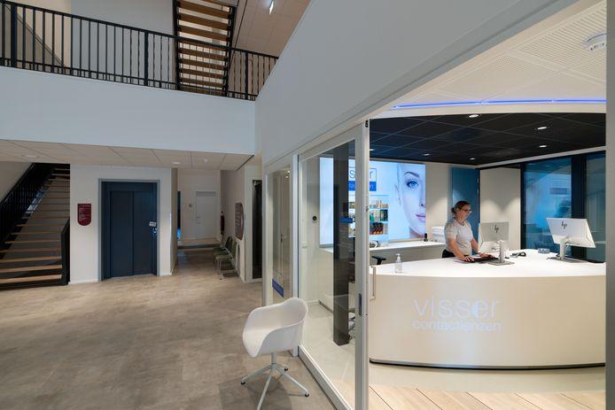 Het nieuwe gezondheidscentrum San Salvator met de hal en de contactlenzenwinkel.