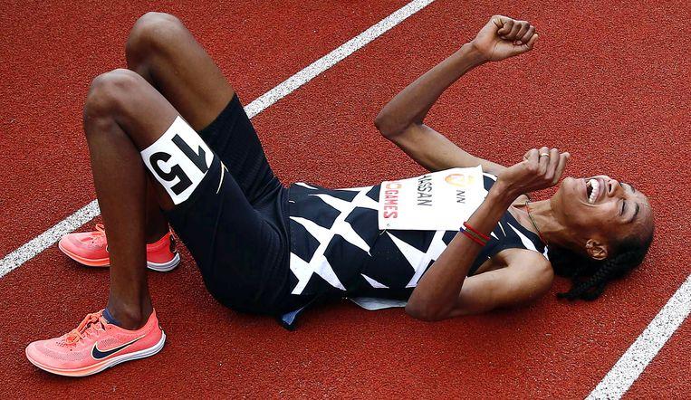 Sifan Hassan na haar wereldrecord op de 10.000 meter in Hengelo.  Beeld EPA