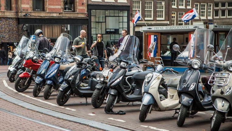 De drie jongens stalen ook bromfietsen en motorscooters Beeld Floris Lok