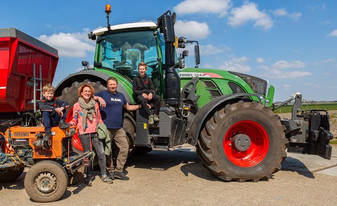 Heerle 18-04-2021- Foto: Iman Fase/Pix4profs. Anton Goosen met Ilse Franken en hun twee zoons, Mats (links) en Jens.