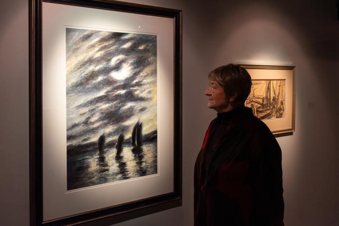 Bij elk van de doeken die tentoongesteld worden in Flehite, heeft weduwe Heleen L'hoëst wel een verhaal.