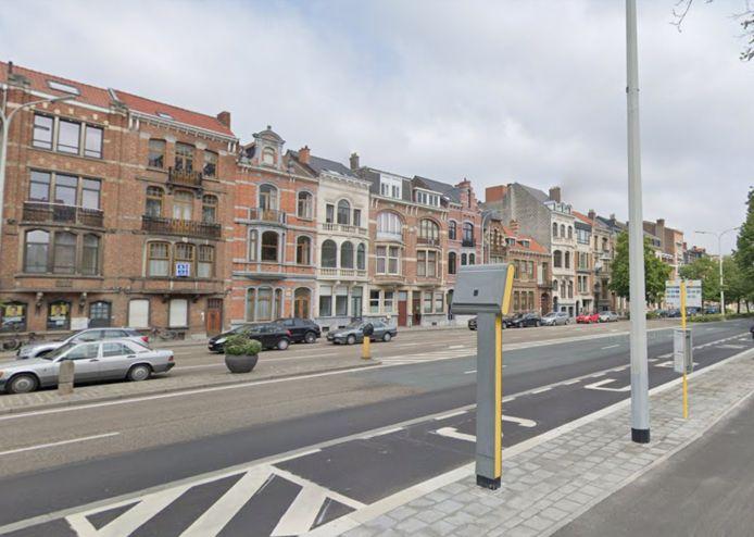 Het ongeval met de bus gebeurde aan de Tiensepoort in Leuven.